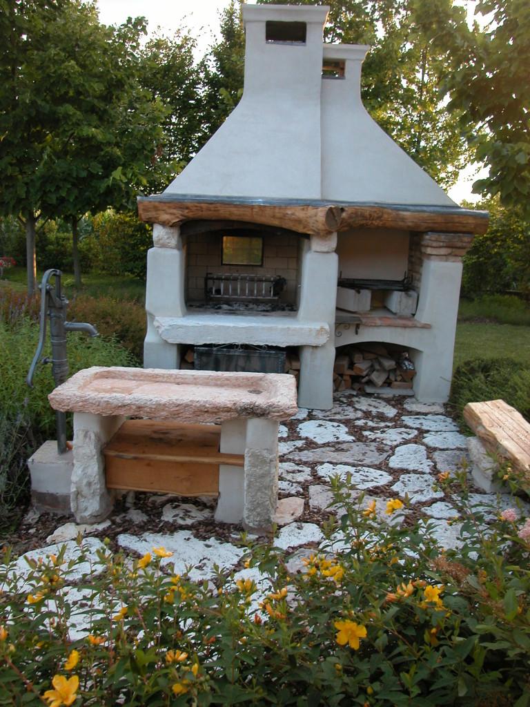 Barbecue in muratura spazzacamino caminetti su misura canne fumarie padova lavori d 39 altri tempi - Cucina esterna in muratura con barbecue ...