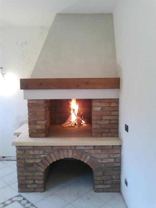 Progettazione realizzazione e installazione caminetti su misura spazzacamino caminetti su for Stufe a legna immagini