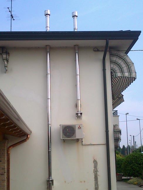 Casa moderna roma italy smalto per pareti - Stufa a pellet canna fumaria ...